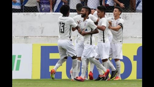 Corinthians fica perto de contratar o volante Fellipe Bastos