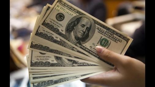 Dólar fecha em leve queda com ausência de detalhes nas falas de Trump