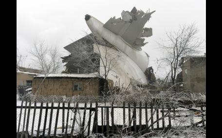 Avião de carga cai no Quirguistão e deixa 37 mortos