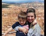Mãe resgata o filho nos EUA após largar tudo e viver de favor