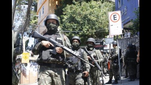 Forças Armadas cercam a Rocinha pelo segundo dia consecutivo