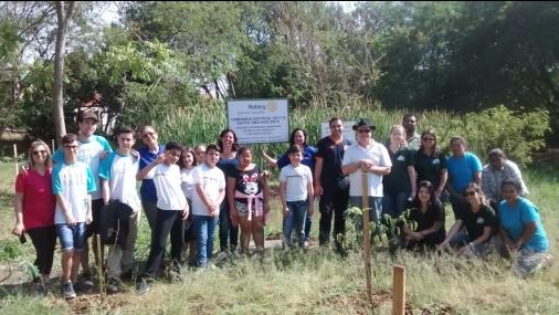 Prefeitura e Rotary Club realizam plantio de mudas