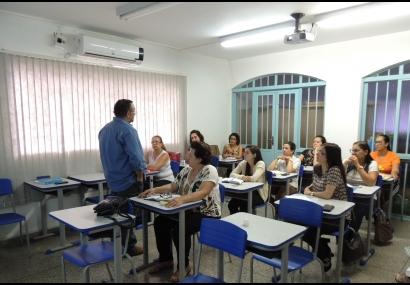 Prefeitura realiza capacitação com instrutor da área da infância