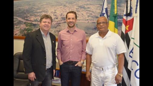 Vlamir Sandei recebe prefeito de Capivari