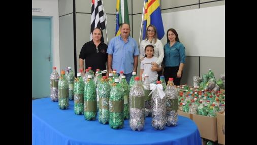 """Prefeitura arrecada mais de mil garrafas para a Campanha """"Lacres"""