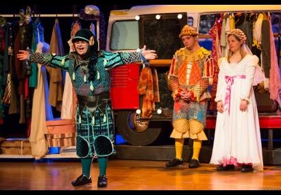 Teatro Municipal recebe peça �Colegas�