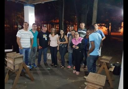Alunos do EJA participam de oficinas de meliponicultura