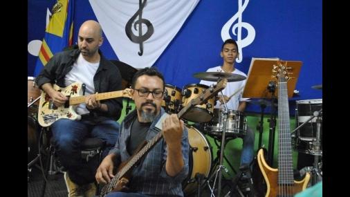 """""""Música na praça"""" recebe o projeto """"batocando"""", de Porto Feliz"""